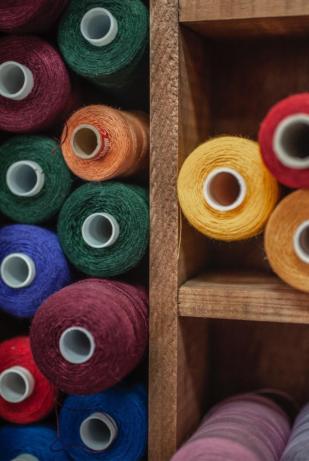 Trådspoler i ulike farger
