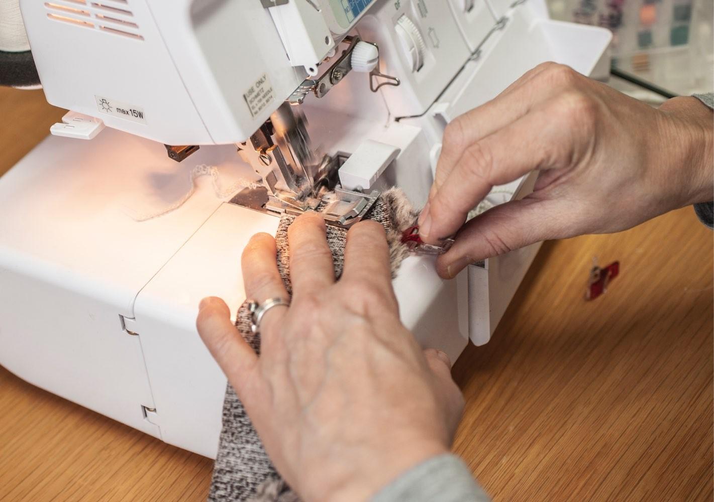 Detalj søm med en symaskin